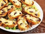 Рецепта Малки сандвичи с маслини и сиренца